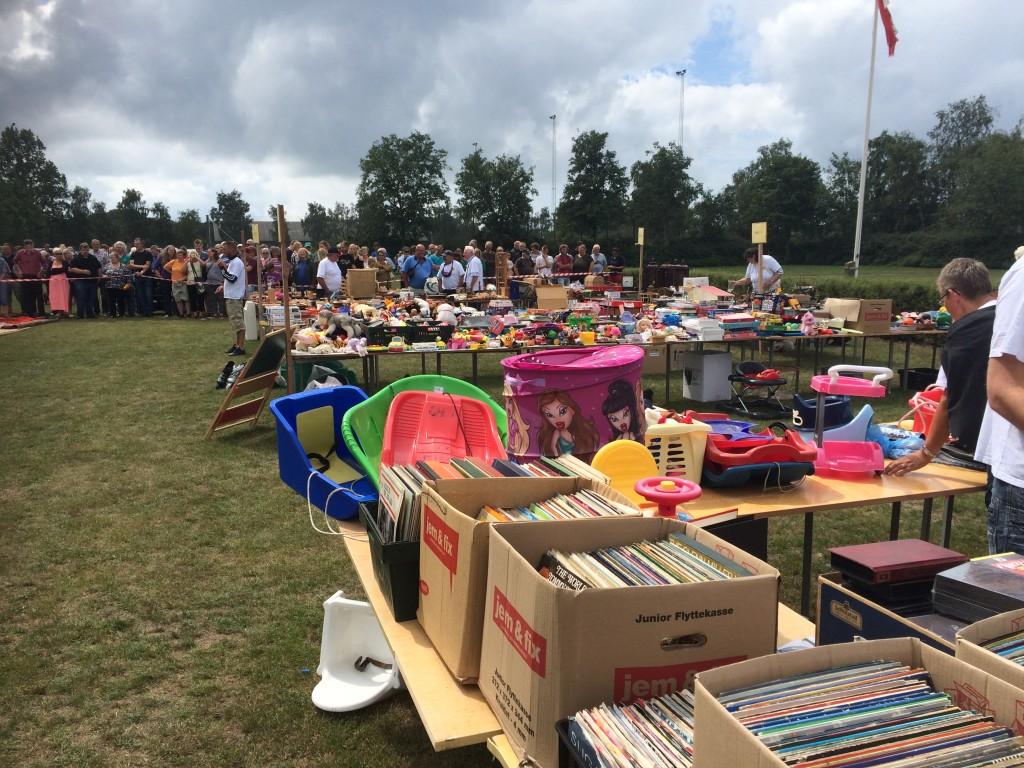 Masser af legetøj, vinylplader, cd'er og film